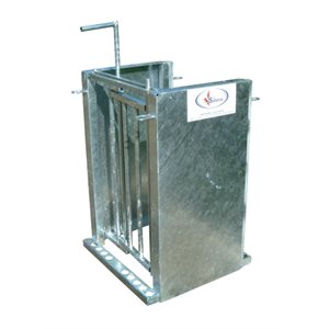 Self-locking gate with galvanized sides